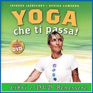 Libro con dvd Yoga che ti passa di Jayadev Jaerschky e Devika Camedda recensione
